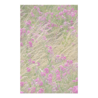 Efectos de escritorio del prado del Wildflower Personalized Stationery