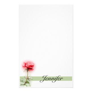 Efectos de escritorio del rosa rojo  papeleria de diseño