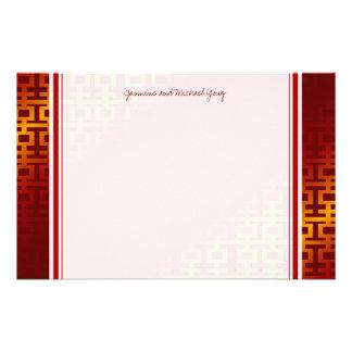 Efectos de escritorio dobles rojos de la felicidad  papeleria de diseño