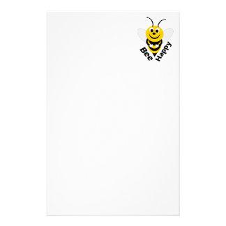 Efectos de escritorio felices de la abeja papelería