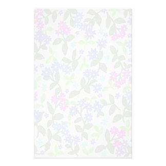 Efectos de escritorio florales brumosos del jardín papelería