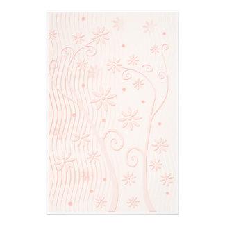 Efectos de escritorio florales románticos papelería