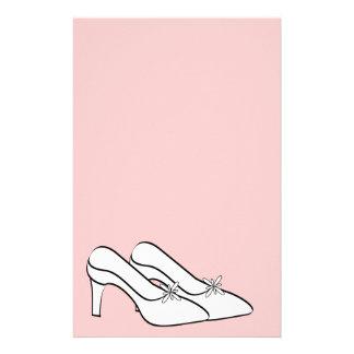 Efectos de escritorio nupciales de los zapatos nup papelería personalizada