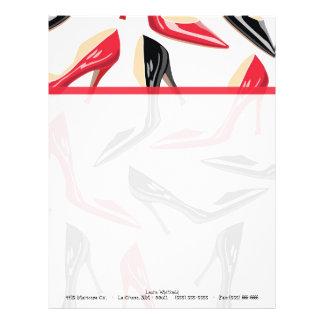 Efectos de escritorio para mujer del papel con membrete a diseño