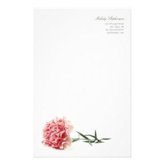 Efectos de escritorio personales del clavel rosado papeleria personalizada