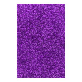 Efectos de escritorio púrpuras de la uva del  papeleria