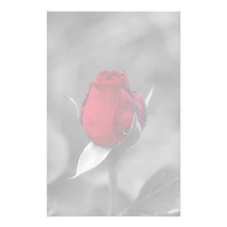 Efectos de escritorio rojos del capullo de rosa papelería personalizada