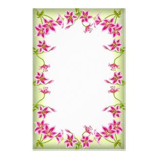 Efectos de escritorio rosados del jardín del lirio papelería