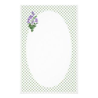 Efectos de escritorio: Violetas, lunares a persona Papeleria