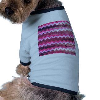 Efectos de madera inconsútiles del zigzag rosado b camisetas de perrito