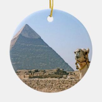 Egipto antiguo: Pirámide y camello Adorno Navideño Redondo De Cerámica