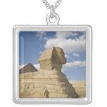 Egipto, Giza. El gran Sphynx sube sobre Colgante Cuadrado
