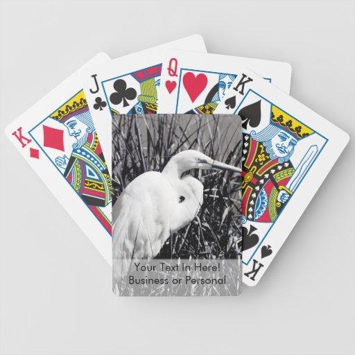 Egret blanco en el bw de las cañas baraja
