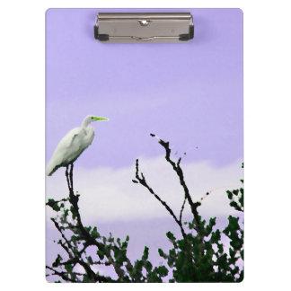 egret en púrpura de pintura del árbol