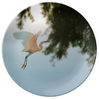 """Egret en vuelo 10,75"""" placa de la porcelana plato de cerámica"""