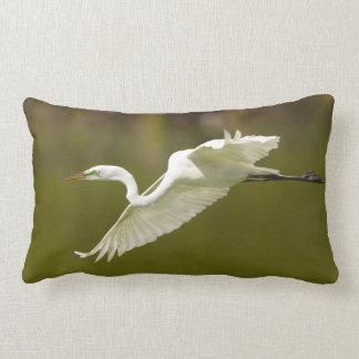 egret en vuelo almohadas