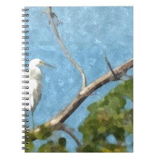 Egret nevado en árbol libros de apuntes