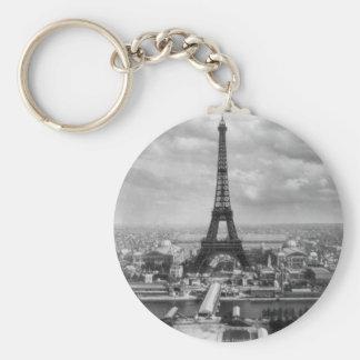 Eiffel tour basic round button keychain