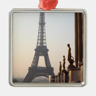 eiffel tower 3 metal ornament