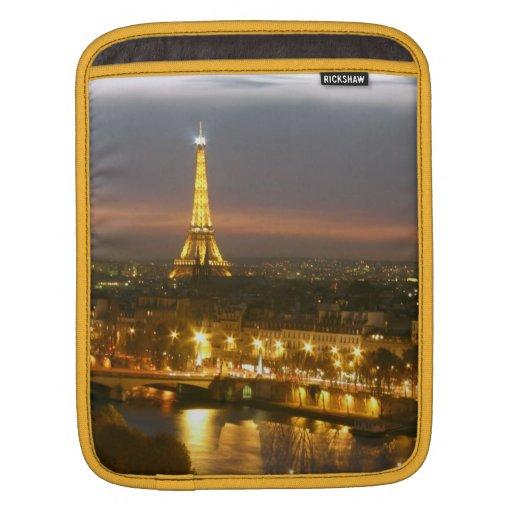 Eiffel Tower in Paris Rickshaw Sleeve Sleeve For iPads