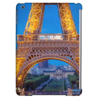 Eiffel Tower with Ecole Militaire beyond Cover For iPad Air
