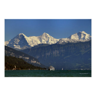 Eiger, Mönch y Jungfrau, Thunersee, Suiza Póster