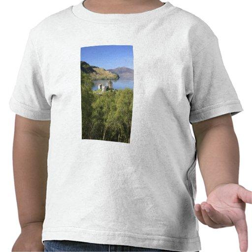 Eilean Donan Castle, Scotland. The famous Eilean Tshirts