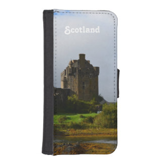 Eileen Donan Castle in Early Autumn Wallet Phone Case For iPhone SE/5/5s