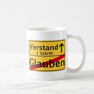 Ein Schritt vom Glauben zum Vestand Classic White Coffee Mug