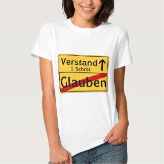 Ein Schritt vom Glauben zum Vestand T Shirts