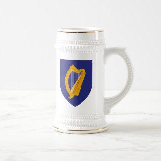 Eire o escudo de armas de Irlanda Jarra De Cerveza