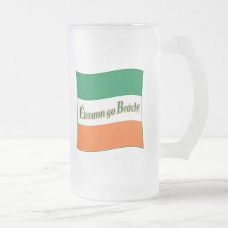 ¡Eireann va Brach! Bandera Taza Cristal Mate