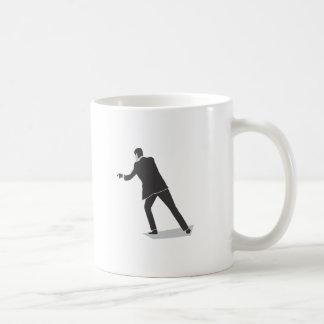 Ejecución del artista de la roca taza de café