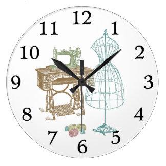 Ejemplo antiguo del equipo de la modista reloj redondo grande