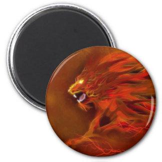 Ejemplo artístico de las llamas del león del fuego imán redondo 5 cm