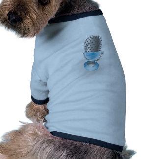 ejemplo azul del micrófono ropa macota