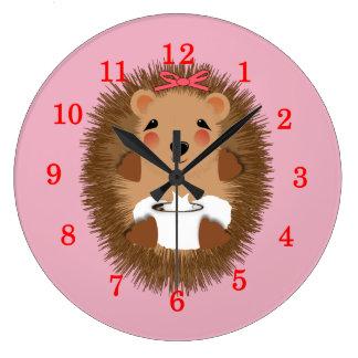 Ejemplo banal del pequeño erizo lindo del bebé reloj redondo grande