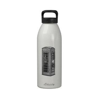 Ejemplo británico blanco y negro de la cabina de botella de agua