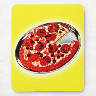 Ejemplo de la empanada de pizza de salchichones de tapete de ratones