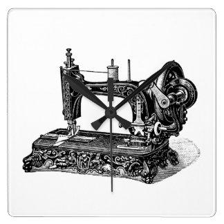 Ejemplo de la máquina de coser de los 1800s del reloj cuadrado