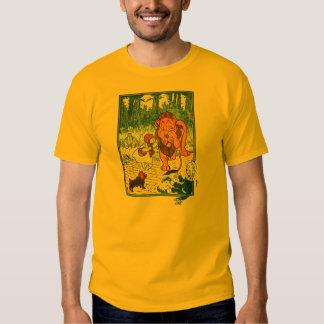 Ejemplo de mago de Oz del vintage - Dorothy y león Camisas