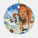 Ejemplo de mago de Oz del vintage - Dorothy y león Adornos