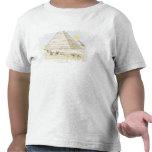 Ejemplo de pirámides y de hombres con los camellos camisetas