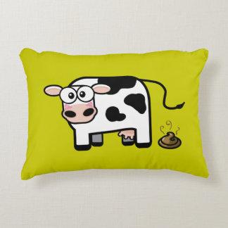 Ejemplo de ruborización divertido de la vaca de cojín decorativo