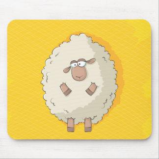Ejemplo de una oveja gigante linda y divertida mouse pad