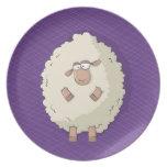 Ejemplo de una oveja gigante linda y divertida platos de comidas