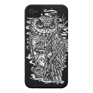 Ejemplo del búho del estilo del tatuaje de la iPhone 4 fundas