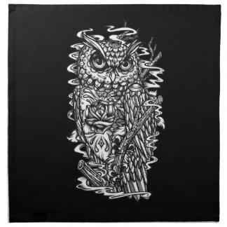 Ejemplo del búho del estilo del tatuaje de la plum servilletas