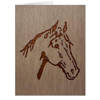 Ejemplo del caballo grabado en el diseño de madera tarjeta de felicitación grande