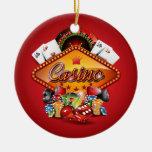 Ejemplo del casino con los elementos de juego adorno navideño redondo de cerámica